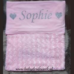 Baby deken bedrukt met naam tussen 2 hartjes